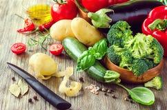 Λαχανικά για το μαγείρεμα του υγιούς γεύματος, φρέσκος χορτοφάγος ingredie στοκ εικόνες