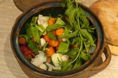 Λαχανικά για το μαγειρευμένο πιάτο στο δοχείο αργίλου Στοκ Εικόνες