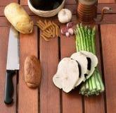 Λαχανικά, ζυμαρικά και κρασί Στοκ εικόνα με δικαίωμα ελεύθερης χρήσης