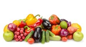 Λαχανικά και φρούτα σωρών φρέσκα που απομονώνονται στο άσπρο υπόβαθρο Στοκ εικόνες με δικαίωμα ελεύθερης χρήσης