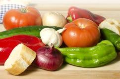 Λαχανικά και ψωμί Στοκ φωτογραφία με δικαίωμα ελεύθερης χρήσης