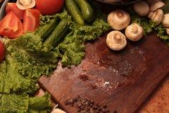 Λαχανικά μαγείρων Αγάπη στην υγιή έννοια κατανάλωσης Στοκ Φωτογραφίες