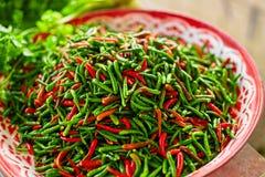 Λαχανικά Πικάντικα πιπέρια τσίλι στην αγορά διατροφή Υγιή FO στοκ εικόνες