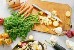 Λαχανικά που μαγειρεύουν τη χορτοφάγο φυτική stew συνταγή που μαγειρεύει vege Στοκ Φωτογραφία