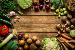 Λαχανικά πτώσης φθινοπώρου στο εκλεκτής ποιότητας ξύλινο υπόβαθρο Στοκ φωτογραφία με δικαίωμα ελεύθερης χρήσης