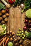 Λαχανικά πτώσης φθινοπώρου στο εκλεκτής ποιότητας ξύλινο υπόβαθρο Στοκ Εικόνα