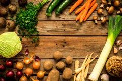 Λαχανικά πτώσης φθινοπώρου στο εκλεκτής ποιότητας ξύλινο υπόβαθρο Στοκ εικόνες με δικαίωμα ελεύθερης χρήσης