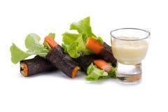 Λαχανικά ρόλων σαλάτας με το περικάλυμμα φυκιών Στοκ Εικόνες