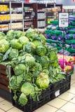 Λαχανικά στην επίδειξη σε μια υπεραγορά στοκ εικόνες