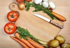 Λαχανικά στον ξύλινο πίνακα Στοκ εικόνες με δικαίωμα ελεύθερης χρήσης