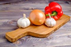 Λαχανικά στο ξύλινο γραφείο Στοκ εικόνα με δικαίωμα ελεύθερης χρήσης
