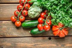 Λαχανικά στο ξύλινο υπόβαθρο Στοκ εικόνες με δικαίωμα ελεύθερης χρήσης