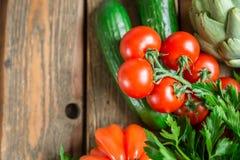 Λαχανικά στο ξύλινο υπόβαθρο Στοκ Εικόνες