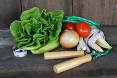 Λαχανικά, υγιεινή διατροφή στο παλαιό ξύλινο πάτωμα Στοκ εικόνα με δικαίωμα ελεύθερης χρήσης
