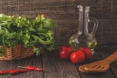Λαχανικά, χορτάρια, υπόβαθρο καρυκευμάτων Εκλεκτική εστίαση Στοκ Εικόνες