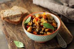 Λαχανικά ratatouille στο κύπελλο Στοκ Φωτογραφία