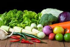 Λαχανικό μιγμάτων στον ξύλινο πίνακα στοκ φωτογραφία με δικαίωμα ελεύθερης χρήσης