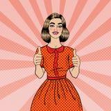 Λαϊκή νέα όμορφη γυναίκα Gesturing τέχνης μεγάλο showing smiling thumbs up woman Στοκ Φωτογραφίες