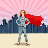 Λαϊκός έξοχος ήρωας επιχειρησιακών γυναικών τέχνης βέβαιος στο κοστούμι με το κόκκινο ακρωτήριο Στοκ φωτογραφία με δικαίωμα ελεύθερης χρήσης