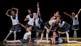 Λαϊκός χορός: πανεπιστημιούπολη νεολαίας Στοκ φωτογραφία με δικαίωμα ελεύθερης χρήσης
