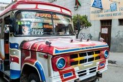 Λα Παζ, Βολιβία - 16 Αυγούστου: Κυκλοφορία αυτοκινήτων ταξί, Βολιβία, 2015 Στοκ Φωτογραφίες