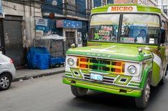 Λα Παζ, Βολιβία - 16 Αυγούστου: Κυκλοφορία αυτοκινήτων ταξί, Βολιβία, 2015 Στοκ Εικόνα