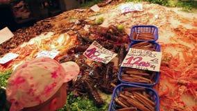 Λα Boqueria, Βαρκελώνη αγοράς θαλασσινών και ψαριών απόθεμα βίντεο