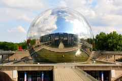 Λα Geode στο parc de Λα Villette, Παρίσι στοκ εικόνα