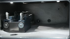 Λειτουργία κυλίνδρων στη λειτουργώντας αίθουσα τρισδιάστατο μέταλλο εκτύπωσης εκτυπωτών απόθεμα βίντεο