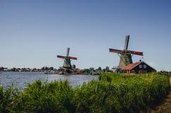Λειτουργικοί παλαιοί μύλοι στις Κάτω Χώρες στοκ εικόνες