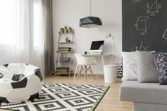 Λειτουργικό δωμάτιο εφήβων σε μια νέα ιδέα ύφους Στοκ Εικόνες