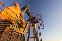 Λειτουργούσα αντλία πετρελαίου, θολωμένα κινούμενα μέρη Στοκ Εικόνα