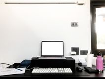 Λειτουργώντας διαστημικό στο σπίτι γραφείο στοκ εικόνα