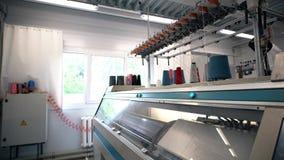Λειτουργώντας μηχανή στη βιομηχανία κλωστοϋφαντουργίας απόθεμα βίντεο