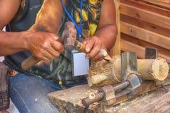 Λειτουργώντας ξύλο ατόμων στοκ εικόνα με δικαίωμα ελεύθερης χρήσης