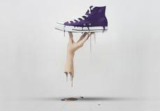 λειωμένα χέρι πάνινα παπούτσ& Στοκ εικόνες με δικαίωμα ελεύθερης χρήσης