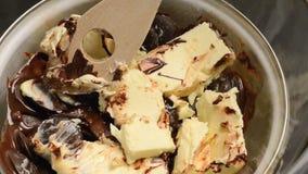 Λειώνοντας σοκολάτα και βούτυρο φιλμ μικρού μήκους