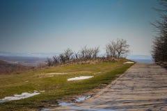 Λειώνοντας χειμερινό χιόνι στο εναλλασσόμενο ρεύμα VrÅ ¡, Σερβία στοκ εικόνες
