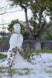 Λειώνοντας χιονάνθρωπος στον κήπο Στοκ φωτογραφία με δικαίωμα ελεύθερης χρήσης