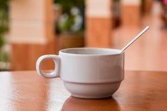 Λεκέδες καφέ στο άσπρο γυαλί Στοκ εικόνα με δικαίωμα ελεύθερης χρήσης