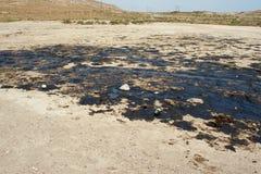 Λεκέδες πετρελαίου στο έδαφος Suraxanı φλυάρων στοκ φωτογραφία με δικαίωμα ελεύθερης χρήσης