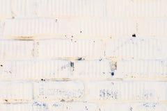 Λεκιασμένος παλαιός άσπρος τουβλότοιχος grunge με το ασβεστοκονίαμα Για το σύγχρονο υπόβαθρο, το σχέδιο, η ταπετσαρία ή το έμβλημ Στοκ εικόνες με δικαίωμα ελεύθερης χρήσης