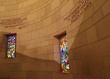 Λεκιασμένο γυαλί της εκκλησίας annunciation Στοκ Εικόνες