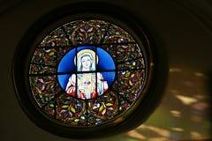 Λεκιασμένο παράθυρο γυαλιού της μητέρας Mary στοκ φωτογραφία