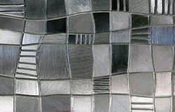 Λεκιασμένο παράθυρο γυαλιού με το ανώμαλο σχέδιο φραγμών Στοκ εικόνα με δικαίωμα ελεύθερης χρήσης