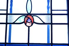 Λεκιασμένο παράθυρο γυαλιού με το σχέδιο τουλιπών Στοκ Φωτογραφίες