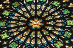 Λεκιασμένο παράθυρο γυαλιού στην εκκλησία, Σουηδία Στοκ φωτογραφία με δικαίωμα ελεύθερης χρήσης