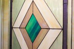 Λεκιασμένο πολύχρωμο γυαλί γυαλιού, χειροποίητο Η διακόσμηση των παραθύρων στοκ εικόνες