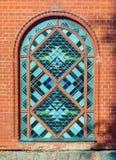 Λεκιασμένο σχηματισμένο αψίδα γυαλί παράθυρο Στοκ φωτογραφία με δικαίωμα ελεύθερης χρήσης
