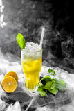 Λεμονάδα με το πορτοκάλι και τη μέντα Στοκ Φωτογραφία